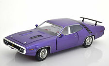 1:18 Ertl/Auto World Plymouth Road Runner 1971 purple-metallic/black