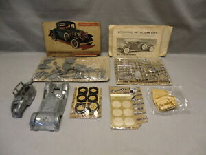 Hubley 1932 Chevrolet Coupe 1/18 Scale Model Metal Car Kit - #4862-350