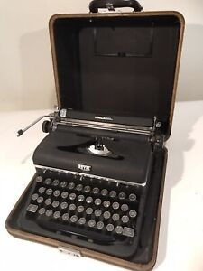 1930s Royal Deluxe Chrome Trim Portable Manual Typewriter Works Great w/ Case