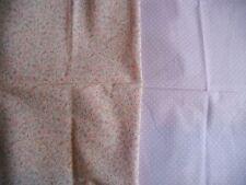 coupons tissu petites fleurs rose + petits pois blanc fond mauve