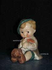+# A000767_12 Goebel Archivmuster, KF 25, sitz. Junge als Brezelhalter, TMK1