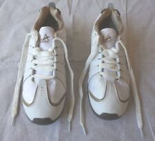 L.A. Gear vintage 10 Women's Poise White Leather Fabric Laceup Athletic Sneakers