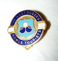 VINTAGE ENAMEL THE WEST SUSSEX BOWLS TOURISTS BROOCH / BADGE / PIN