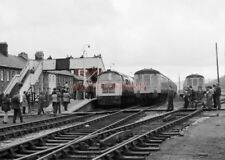 PHOTO  PONTYPRIDD  RAILWAY STATION D1010 13TH FEB 77