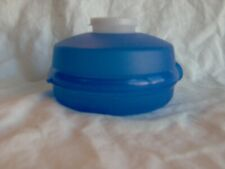 TUPPERWARE ROUND SANDWICH BAGEL SALAD KEEPER CONTAINER #4440 Blue with Top Cup