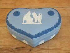 + Boîte bonbonnière biscuit Wedgwood en forme de coeur +