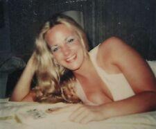 VINTAGE AMERICAN BEAUTY POLAROID 80s BLEACH BLONDE BOSOM BUDDY SEXY GIRL PHOTO
