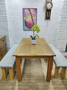 Oak Extending Dining Table and 2 benches, Great Condition,Free Delivery 🚚