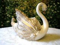 VINTAGE CERAMIC SWAN PLANTER WALL POCKET  GOLD GUILT HOLLYWOOD REGENCY MCMUSA