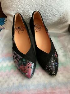 Think floral leather shoes .new size 7 / 40.