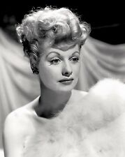 LUCILLE BALL TELEVISION AND FILM ACTRESS - 8X10 PUBLICITY PHOTO (DD-107)