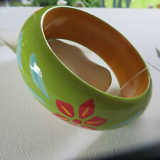 FUNKY RETRO 60s 70s HIPPY FLOWER GREEN PAINTED CHUNKY WOOD BANGLE 3CM new bag