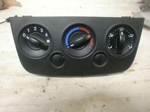 commande de chauffage de Ford fiesta de 2001 a 2008 , 2S6H18549BF (réf 8135)