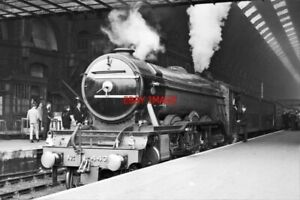 PHOTO  LNER CLASS A3 LOCO NO 4472 FLYING SCOTSMAN AT KINGS CROSS 17TH SEPT 1967