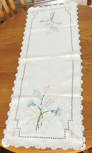 "Floral X Stitch & Embroidery,White Crochet Trim, Cotton Table Runner 15""x 39"""