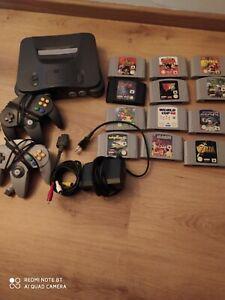 Nintendo 64 NUS-001(FRA) 2 manettes , 12 jeux , les câbles d'alimentation