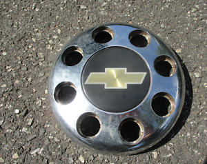 One 1995 Chevy 3500 dullay chrome plastic bolt on front center cap hubcap OEM