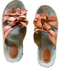 clarks artisan 9 Coral Orange Slip On Flower Accent Sandals Open Toe