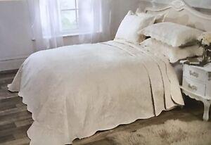 "Vivente Home Luxury DOUBLE Bedspread. Athena. 230 X 254cms. (90"" X 100"") CREAM"
