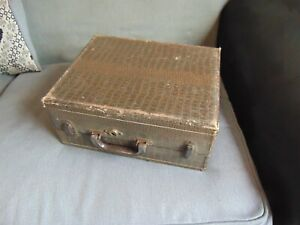 VINTAGE HAND CRANKED PORTABLE RECORD PLAYER BIRCH MODEL 50 GRAMOPHONE WORKING