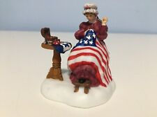 Dept 56 'Sewing The Stars & Stripes' Betsy Ross Flag Nev #56.57122 Mib