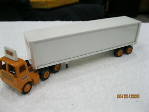 Winross 1:64 (S gauge) Yellow T/T Cab & White trailer w/box Rear doors open Nice