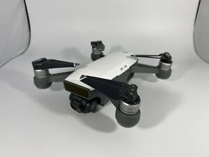 DJI Spark Quadcopter Withe + Controller + 3 Batteries + charging station