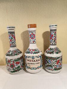METAXA GRANDE FINE 3 handgefertigte Keramikflaschen/Karaffen  Porz./Holz Deckel