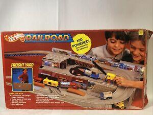 VINTAGE 1983 MATTEL HOT WHEELS RAILROAD FREIGHT YARD STO & GO SET ORIG BOX