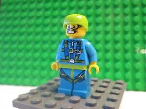 Lego Minifig: #COL150 Skydiver