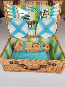 VINTAGE Traditional Wicker Picnic Hamper Basket For 4 Persons Stainless Steel