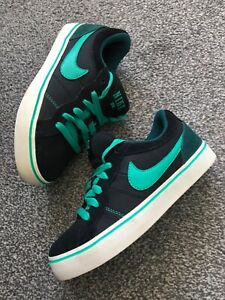 Boys Girls Childs Kids Nike Isolate Black Green Trainers Size 3 EU 35.5
