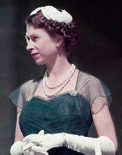 K5730 NEW IMAGE!!!!! Queen Elizabeth II UNSIGNED photo