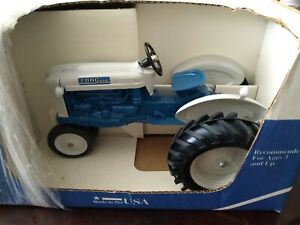 ERTL VINTAGE FORD 4000  1/12 SCALE CHANGED TO NARROW FRONT,1990 NIB Clean!