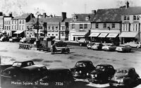 POSTCARD  CAMBS - ST NEOTS  MARKET SQUARE - CARS & SHOPS  -  RP
