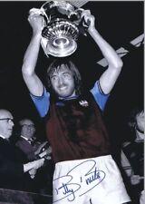 West Ham Billy Bonds Celebrates 1975 FA Cup Final Win Copy Auto POSTER