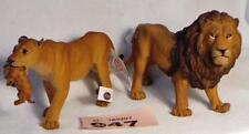 PP947 Papo Lion & Lioness carrying cub, new with tags