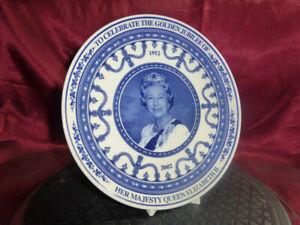 Wedgwood blue/white PLATE Celebrating QUEEN ELIZABETH 2 GOLDEN JUBILEE 1952-2002