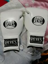 White Cleto Reyes 16 oz lace up Professional Gloves