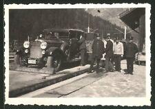 Fotografie Auto Maybach, Luxus-Limousine auf einem Autozug, Eisenbahner