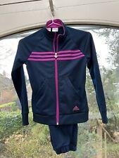 Trainingsanzug von Adidas plus passendes Sport-Shirt in Gr. 140