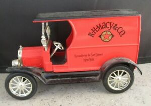 ERTL R.L. Macy 1912 Ford Open Front Panel Cab 1:24 scale Bank