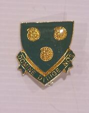 VINTAGE DOMINE DIRIGE NOS CREST METAL ENAMEL LAPEL BADGE COAT HAT TIE BROOCH PIN