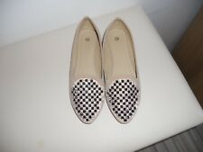 UNBRANDED BEIGE BEADED FRONT FLAT SHOES SIZE 5