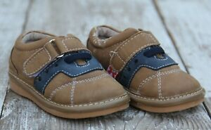 Hide and Squeak Baby Boys Size 4 Brown and Navy Blue Walking Shoes