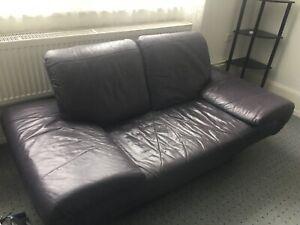 Couch 2 Sitzer für 1 Euro abzugeben. Nur an Selbstabholer in Frankfurt