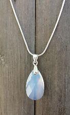 Kette silberfarben mit Swarovski Elements Tropfen White Opal Weiss