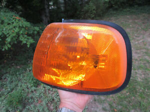 1998-03 Dodge Ram Chrysler 3500 Van LH Driver Amber Turn Signal Light 55076527