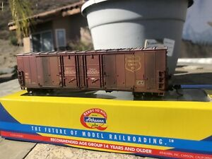 Athearn RTR 50' Double-door boxcar, Wisconsin Central #1011  weathered