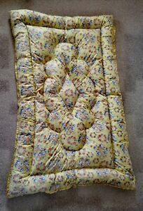 Vintage Single Eiderdown Quilt 'Lansdowne' Worcester. Yellow Floral